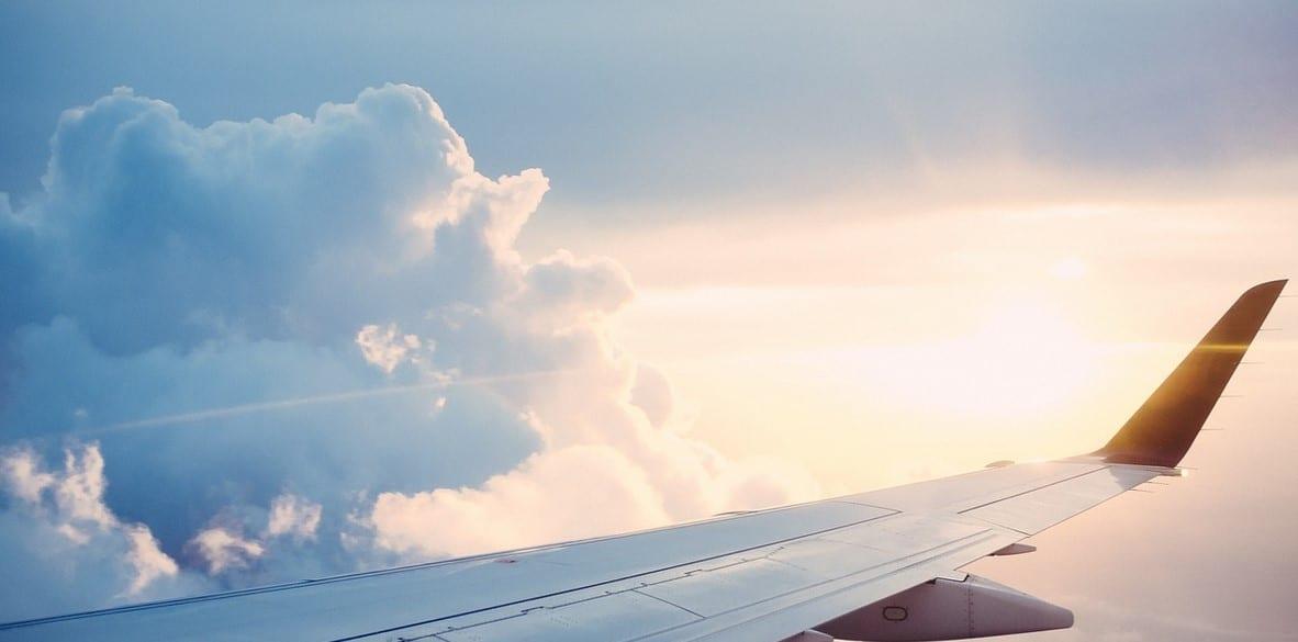 ¿Se puede viajar al extranjero teniendo deudas?
